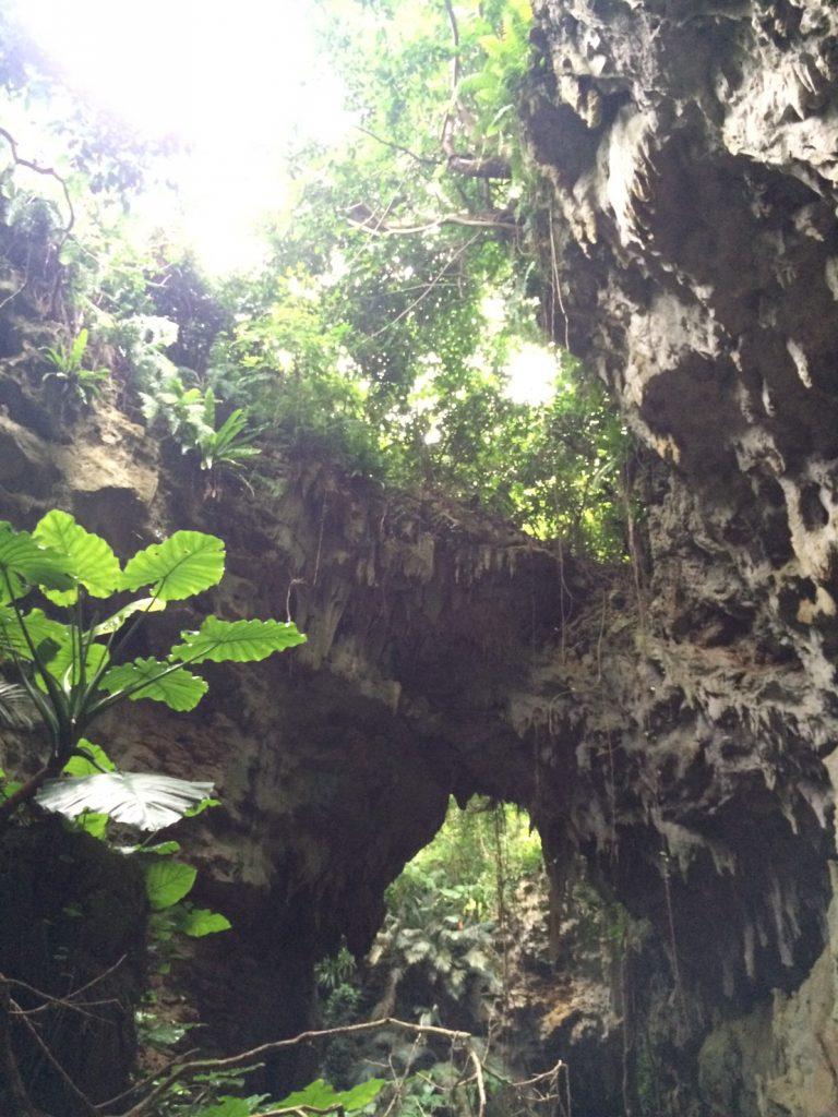 ヤジャーガマの鍾乳洞を抜けると神秘的の空間が広がる