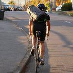 自転車通勤スーツ持ち運びの究極の解決策!?ガーメントバッグ、あるよ